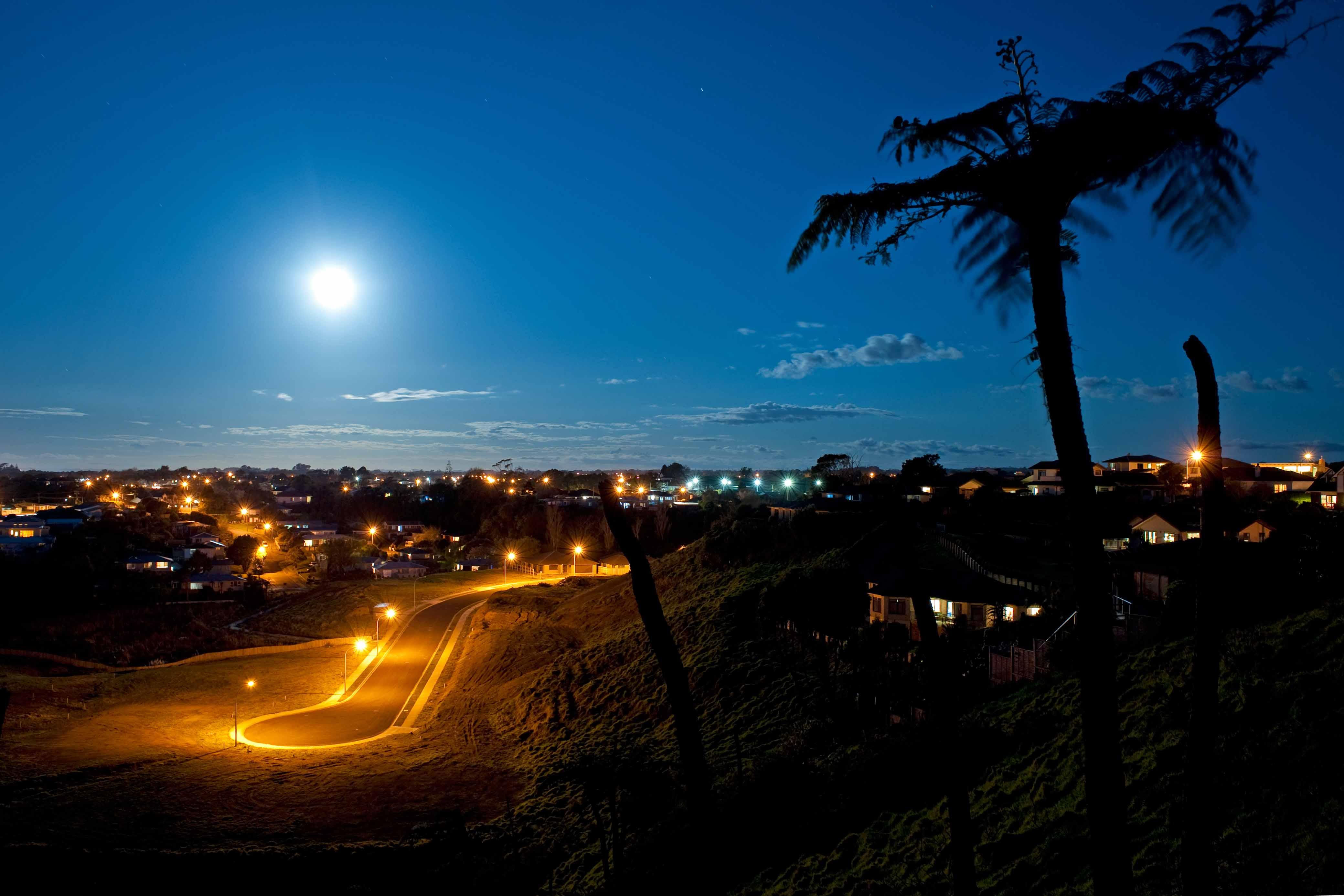 Modest Epiphanies: Moon and cul de sac